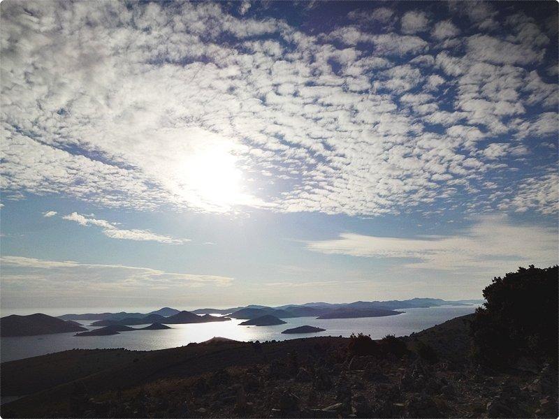 Le isole delle Kornati sono rinomate per la stravaganza delle loro forme e per l'particolare struttura dei rilievi, nonché per le loro erte coste particolarmente elevate.