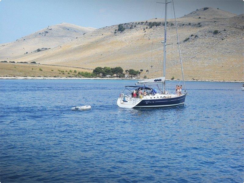 I più grandi amanti delle Kornati sono i diportisti, che qui trovano esattamente ciò che desiderano: un labirinto assolato di mare e d'isole, nella pace della natura inalterata.