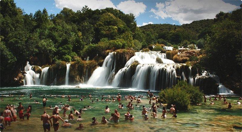Parco nazionale Krka. Per farsi strada nel suo procedere verso il mare ha creato un lungo, affascinante canyon, con laghi, rapide e cascate.