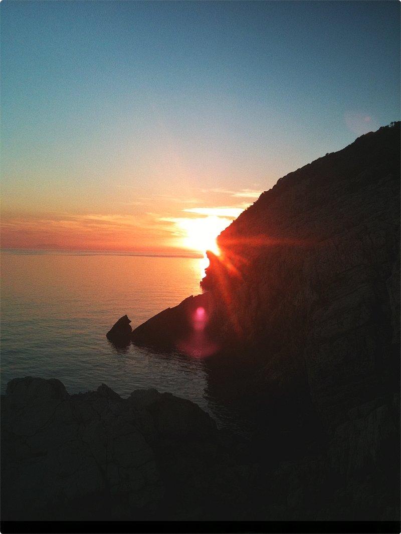 Parco nazionale Mljet. Mljet è un'isola che si trova all'estremità meridionale della Croazia, ad ovest della località turistica croata più nota, Dubrovnik.