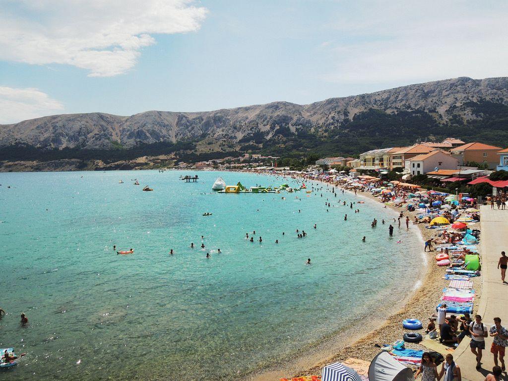 Dove andare al mare in Croazia. Krk è l'isola più grande del Mare Adriatico e vanta due laghi: Jezero e Ponikva, e tre fiumi