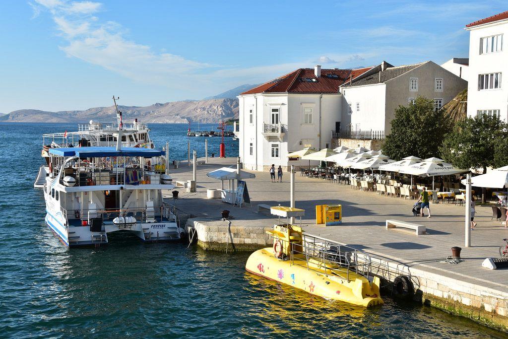 Le isole della Croazia. Pag appartiene all'arcipelago della Dalmazia settentrionale e si estende da nord-est a sud-est lungo la costa