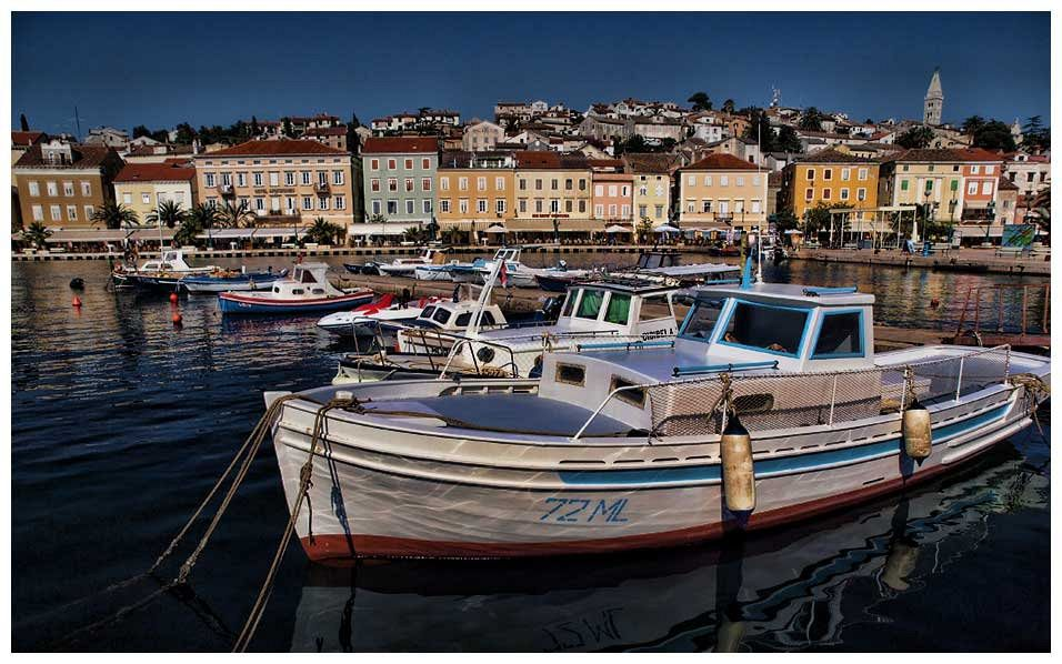 Dove andare al mare in Croazia. L'isola di Lussino è lunga 33 km e larga quasi 5 km, con 110 km di costa.