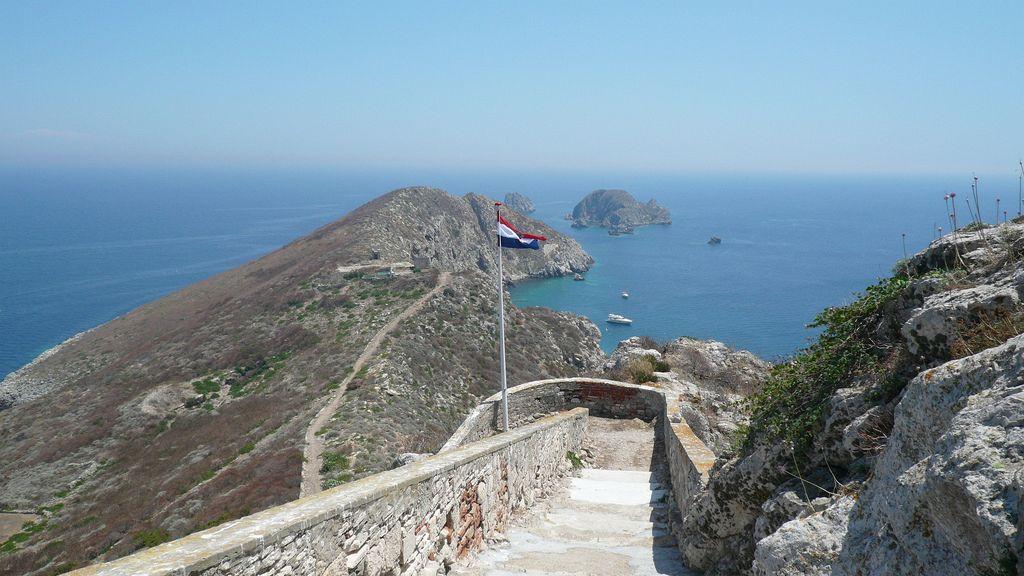 Isole della Croazia mappa. Isola di Palagruza. È disabitata, tranne che per il personale del faro e occasionali turisti estivi.