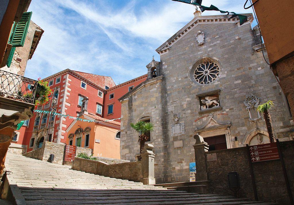 Labin si sviluppò dal sito dell'insediamento romano di Albona. Il suo nome precede l'antichità classica