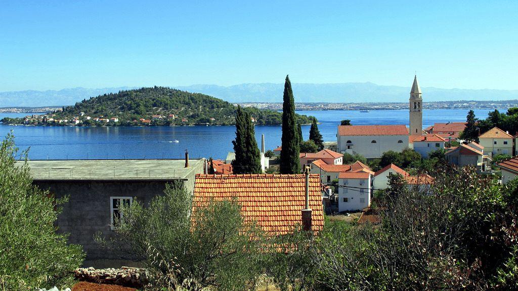 Mappa Croazia e isole. Ošljak (italiano: Calugerà) è un'isola croata nel mare Adriatico.