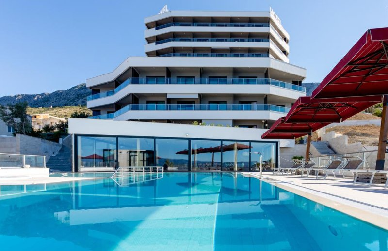 Croazia hotel. Il nuovo Hotel Plaza Duce ti dà il benvenuto nelle 98 camere doppie e 5 suite, tutte con vista sul mare e balcone. #croazia