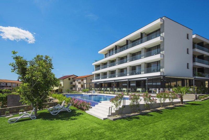 Hotel Villa Margaret. Camere e appartamenti ben attrezzati, la privacy di un piccolo hotel familiare, personale cordiale e accomodante e specialità della cucina mediterranea e locale preparate con ingredienti coltivati nel orto dell'hotel