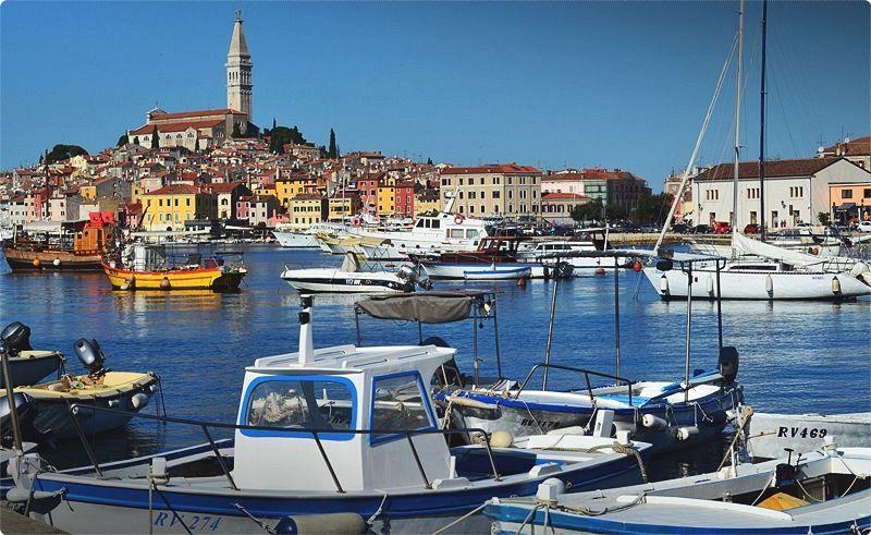 La regione dell'Istria è praticamente un paese in sé, una penisola baciata dal sole dedicata alle esigenze del turismo di massa per gran parte dell'anno.