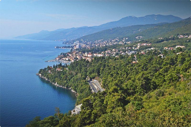 Istria è una penisola nell'Adriatico tra i golfi di Trieste e del Quarnaro, ed è la regione più settentrionale di tutti i territori turistici della Croazia.