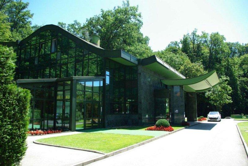 L'Hotel AS si trova in una zona residenziale di Zagabria, a 1,4 km dal centro della città.