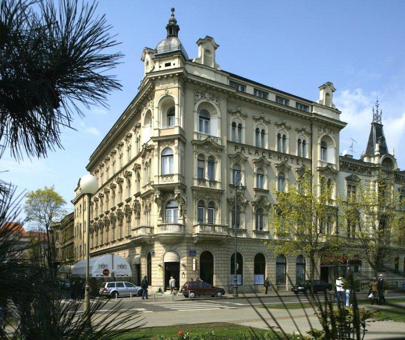 Tradizionale albergo in stile Art Nouveau situato in una splendida posizione nel centro di Zagabria, il Palace Hotel Zagreb offre un'atmosfera accogliente e familiare, servizi eccellenti e un personale premuroso e altamente qualificato.