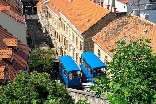 Zagreb. Zagreb. Una storica funicolare, una delle più ripide e corte del mondo, opera tra la città bassa e alta con un tempo di percorrenza di un solo minuto.
