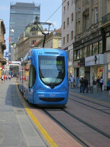 Zagreb Tram. La rete tramviaria funziona 24 ore su 24