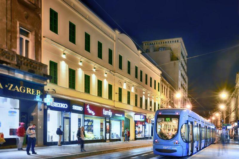 Situato a Zagabria, a soli 800 m dalla piazza principale, l'Hotel Park 45 offre camere con bagno privato e un'area salotto in comune.
