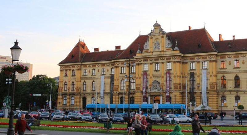 Zagabria è una città compatta e può essere esplorata al meglio camminando.