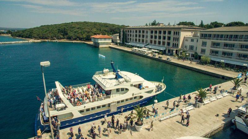 Situato nel Parco Nazionale di Brioni, l'Hotel Dependance Neptun offre camere confortevoli e una varietà di punti ristoro, tutte circondate dalla natura e dal mare.