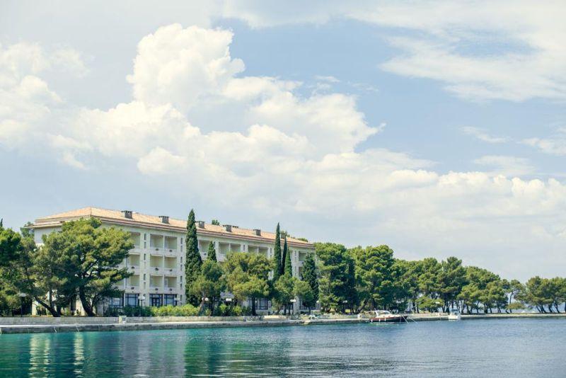 Situato nel Parco Nazionale di Brioni, il Brijuni Rooms Karmen dispone di camere confortevoli con vista sul parco o sul mare.