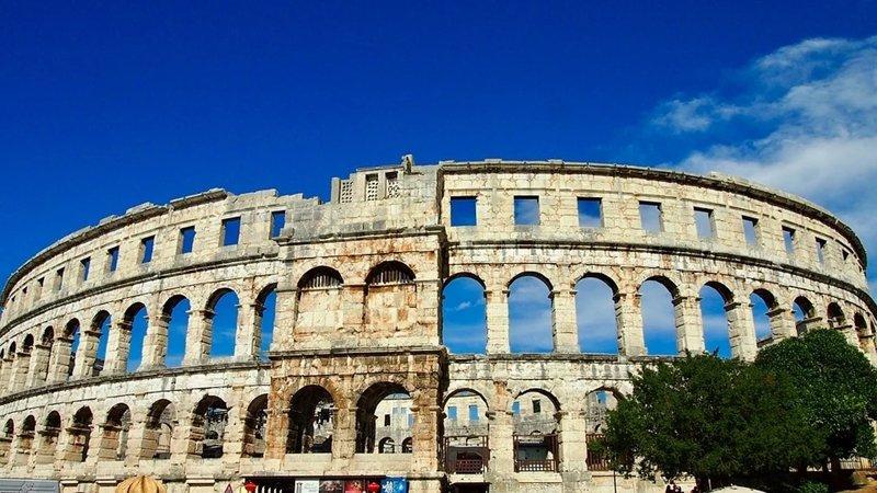 Il Foro Romano di Pola è anche conosciuto come la piazza della città