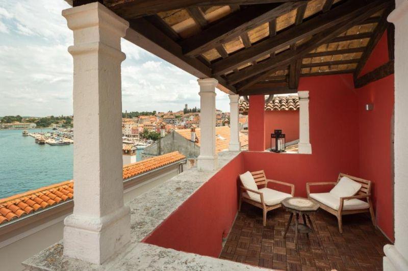 Situata nella zona pedonale del centro storico di Rovigno, l'elegante struttura boutique Hotel Angelo D'oro occupa un ex palazzo vescovile del 17° secolo.
